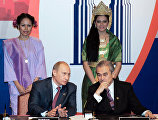 From left: Russian President Vladimir Putin and Malaysian Prime Minister Abdullah Badawi during the signing of the ASEAN – Russia Joint Declaration on Progressive and Comprehensive  Partnership.