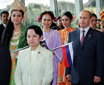President of the Philippines Gloria Macapagal Arroyo (on the left in the foreground) and Russian President Vladimir Putin during the ASEAN Summit.