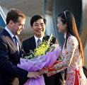Президент России Дмитрий Медведев, прибывший для участия в саммите России и стран-членов Ассоциации государств Юго-Восточной Азии, во время встречи в аэропорту Ханоя