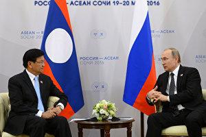 Двусторонняя встреча Владимира Путина с премьер-министром Лаосской Народно-Демократической Республики Тхонглуном Сисулитом