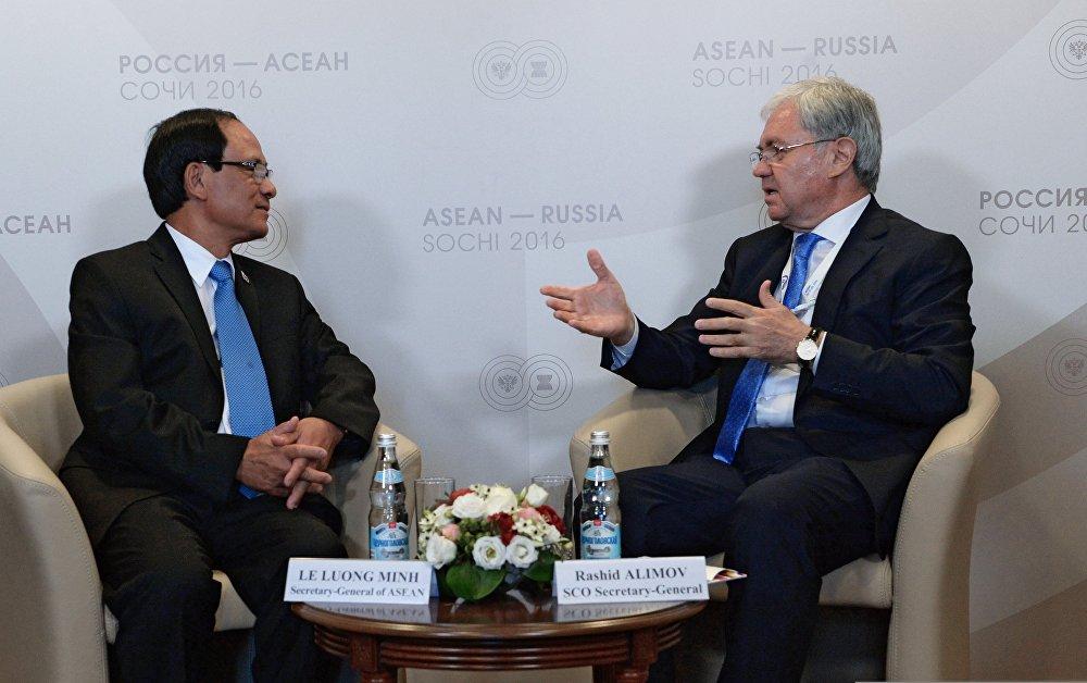 Двусторонняя встреча генерального секретаря ШОС Рашида Алимова с генеральным секретарем АСЕАН Ле Лыонг Минем