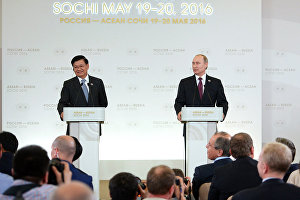 Vladimir Putin and Prime Minister of Laos Thongloun Sisoulith hold news conference following ASEAN-Russia Summit